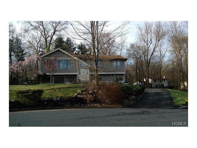 3 Gail Court, Chestnut Ridge, NY 10977