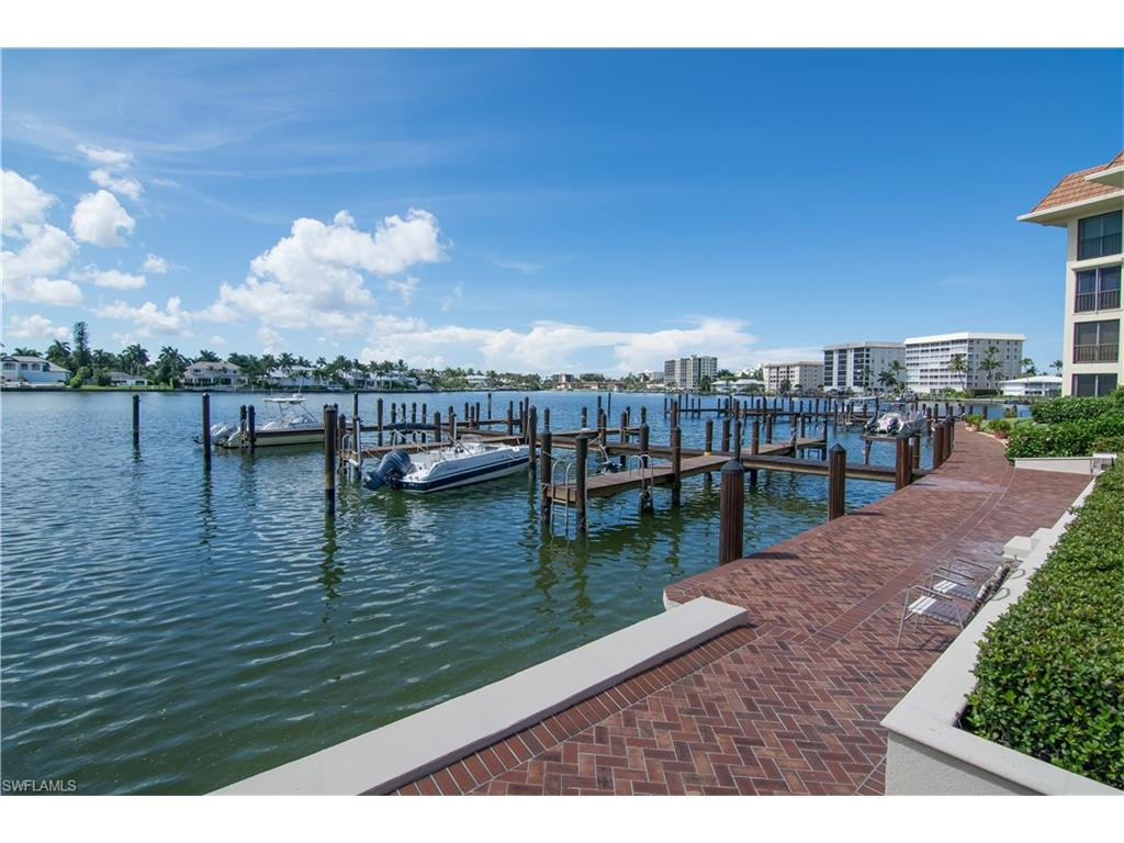 222 Harbour DR 110, NAPLES, FL 34103