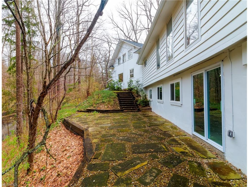 1289 Chagrin River Rd, Gates Mills, OH 44040
