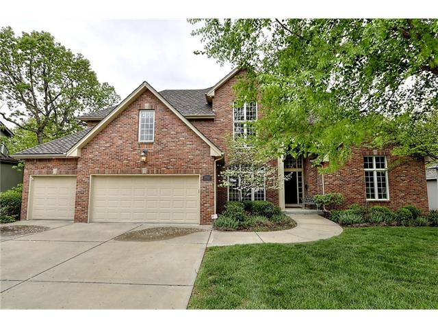 8102 Forest Park Drive, Parkville, MO 64152