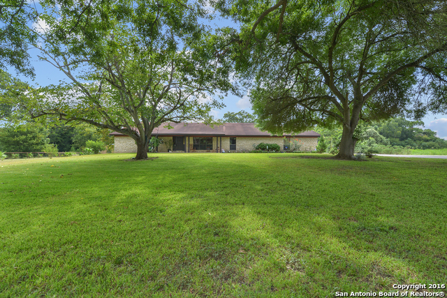 2035 S MAGNOLIA AVE, Luling, TX 78648