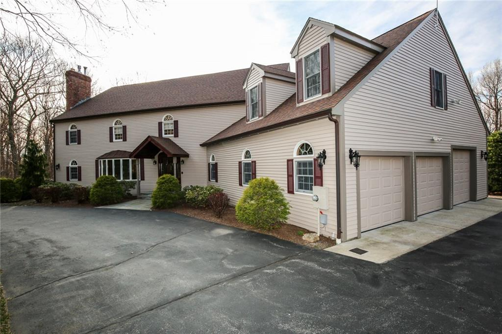 32 Lincoln DR, North Smithfield, RI 02896