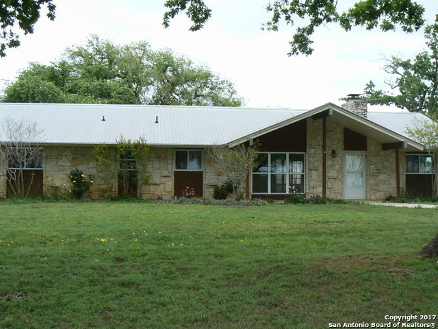 6594 COUNTY ROAD 401, Floresville, TX 78114