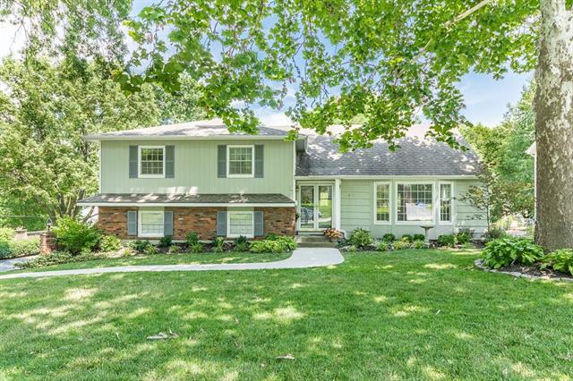 8105 Dearborn Drive, Prairie Village, KS 66208