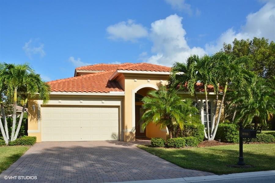 910 SW Palm Cove Drive, Palm City, FL 34990