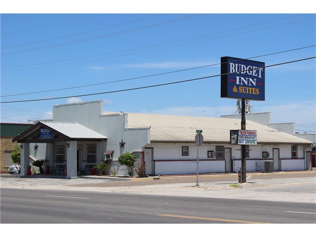 512 E Riley St, Freer, TX 78357