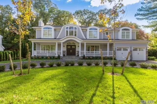 40 Appletree Ln, East Hills, NY 11576
