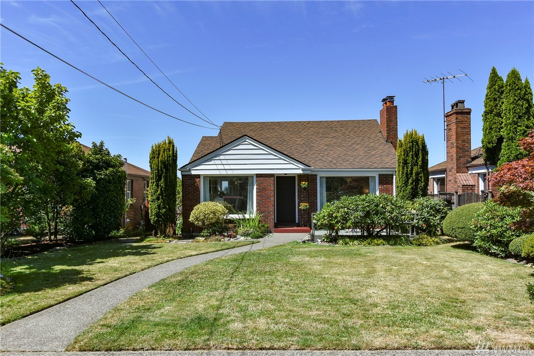 8237 2nd Ave NE, Seattle, WA 98115