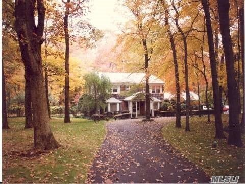 10 Rolling Dr, Brookville, NY 11545
