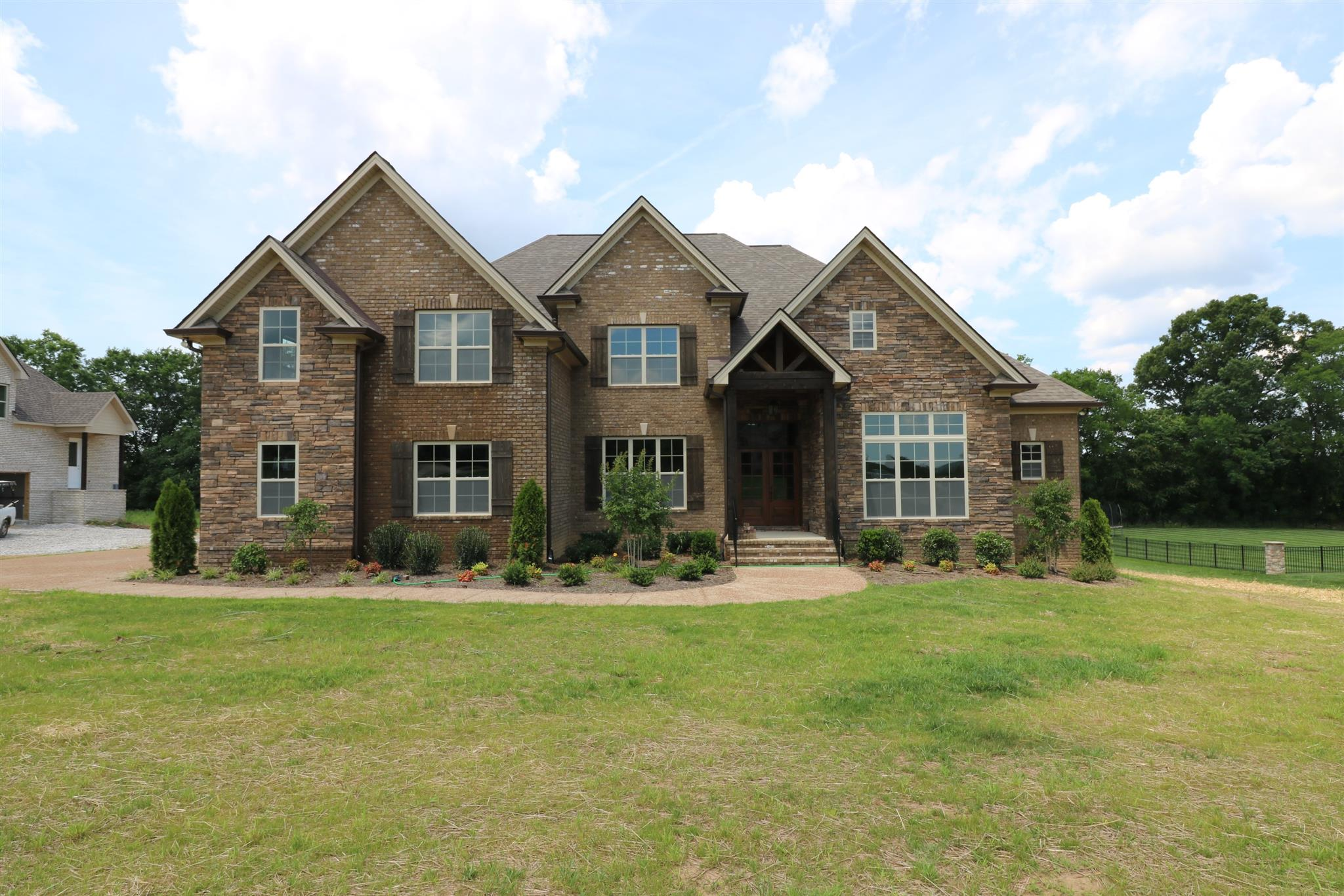2111 Berry Patch Rd, Thompsons Station, TN 37179