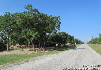 201 GREAT OAKS CT, La Vernia, TX 78121