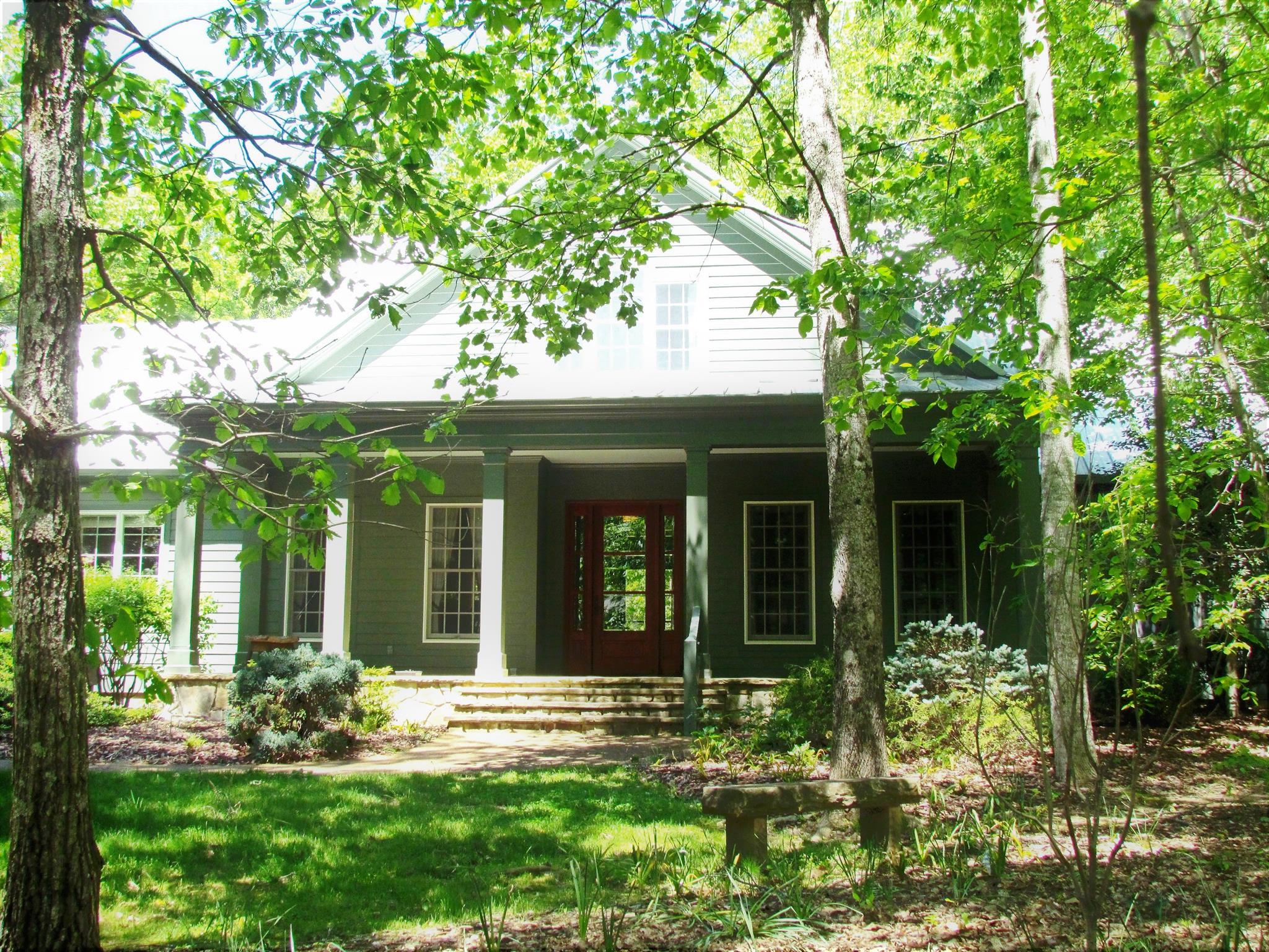 426 Wiggins Creek Dr, Sewanee, TN 37375