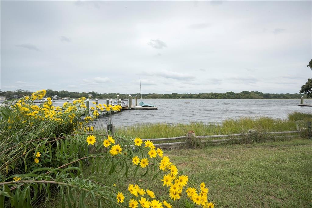 5 Riverview DR, Barrington, RI 02806