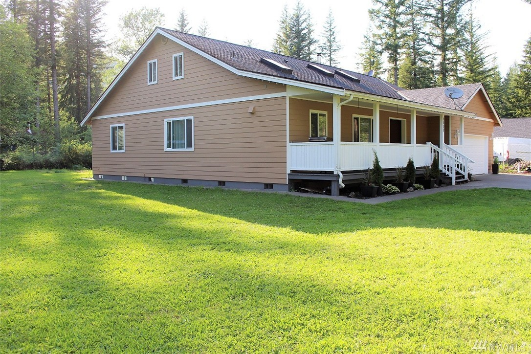 8509 Golden Valley Dr, Maple Falls, WA 98266