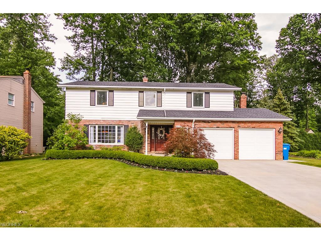 3893 Bristol Ln, North Olmsted, OH 44070