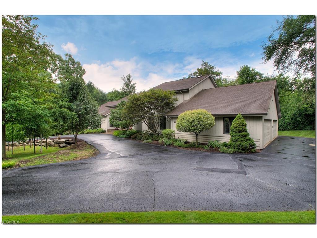90 Stonewood Dr, Moreland Hills, OH 44022
