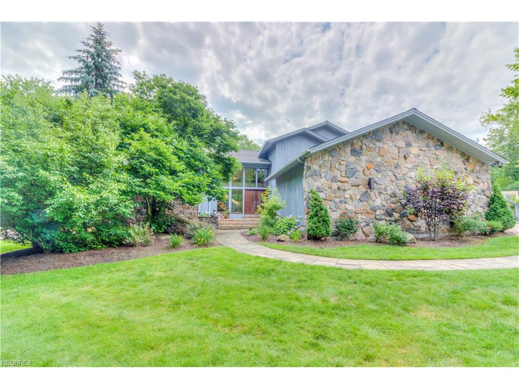 25 Hunting Hollow Dr, Pepper Pike, OH 44124