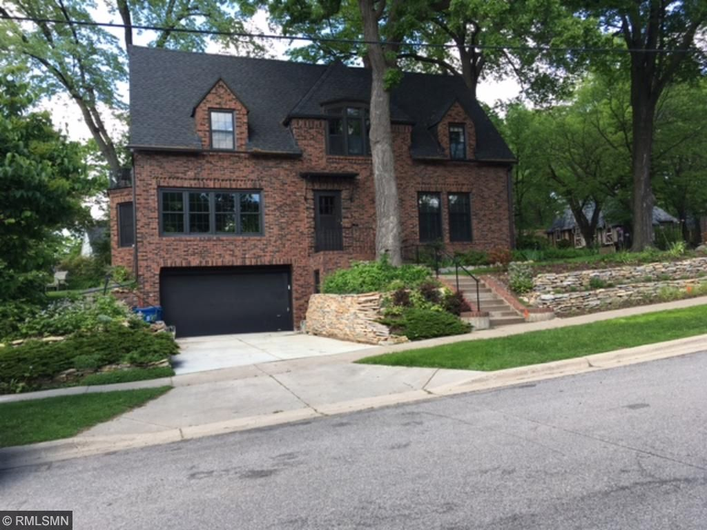 2271 Hoyt Avenue W, Falcon Heights, MN 55108