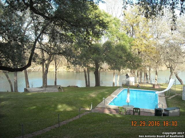276 MEADOW LAKE DR, Seguin, TX 78155