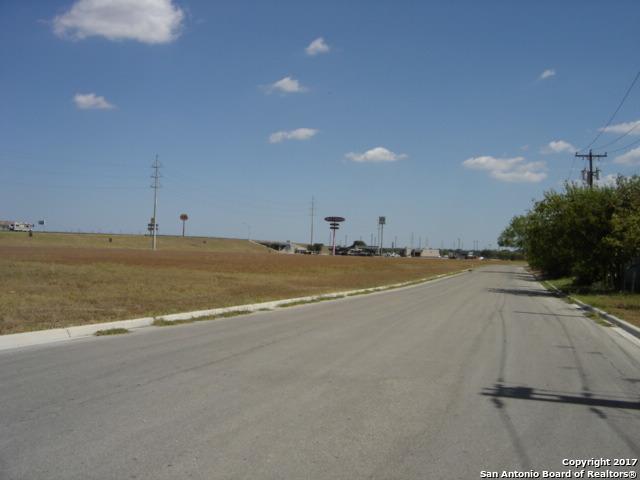 900 BLOCK E Interstate 10, Seguin, TX 78155