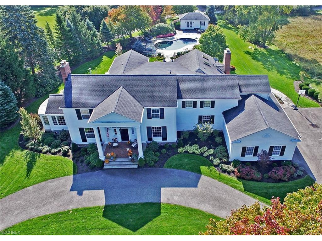 60 Farmcote Dr, Moreland Hills, OH 44022