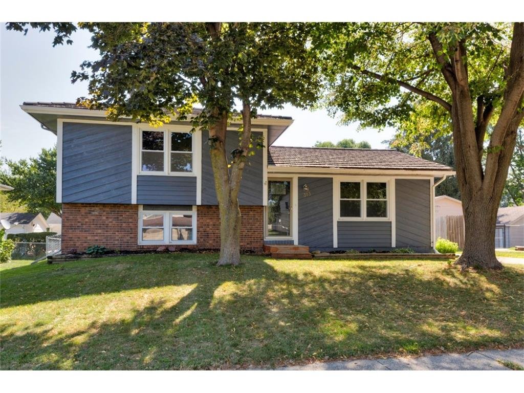 315 NW Valley View Drive, Grimes, IA 50111