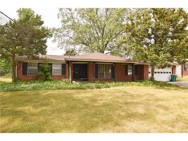 1445 Orchard Lakes, St Louis, MO 63146
