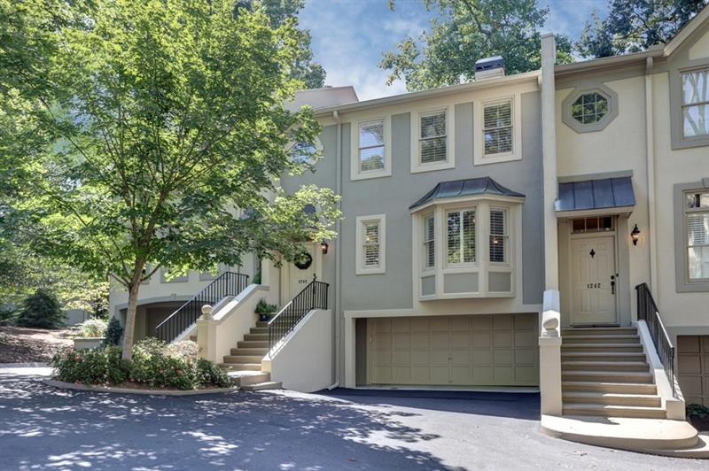 Wow! Updated townhome in heart of B'haven! Modern farmhouse kitchen feat s/s apps, granite counters,subway tile backsplash,pantry,& butcher block island. Din rm perfect for entertaining. Liv rm boasts built-in bookcase & gas FP. Master suite has cedar closet & spa-like bath w/ claw foot tub,dble vanity,sep shower,& marble detail. Add'l bdrm w/ dual closets & attached bath. Lg deck ideal for outdoor enjoyment & entertaining. Wonderful amenities include well-maintained pool & priv access to Brookhaven Park! Great location convenient to interstates,shopping,& restaurants!