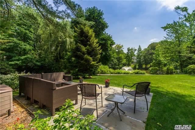 15 The Loch, Roslyn Estates, NY 11576