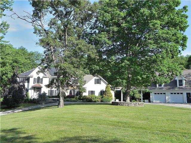 8 Bridle Path Trail, Newtown, CT 06470
