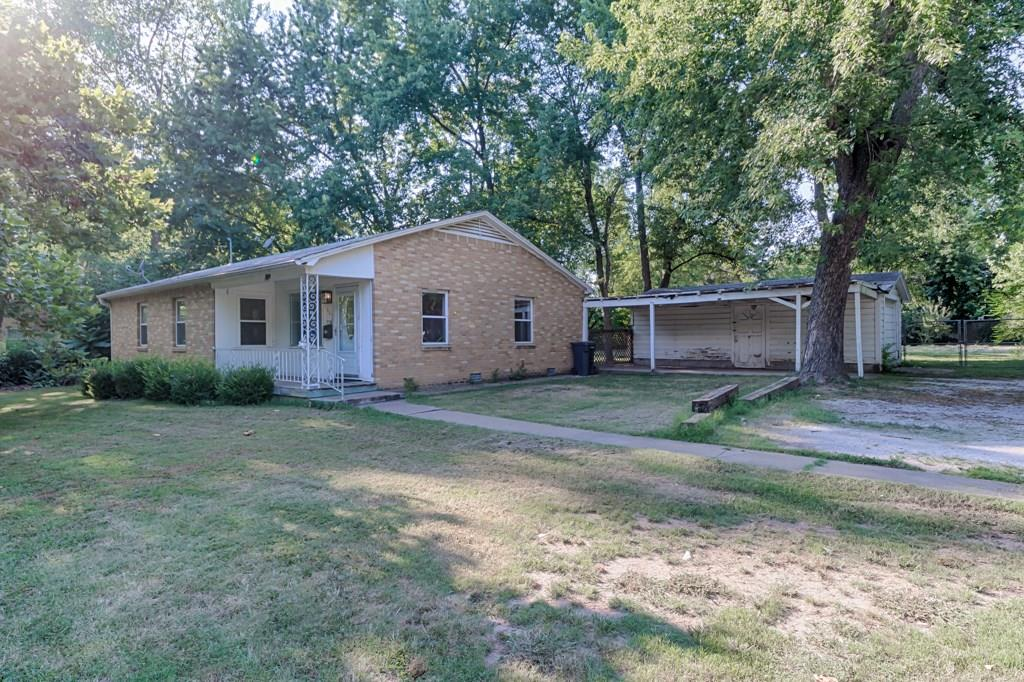 905 W Maple ST, Rogers, AR 72756