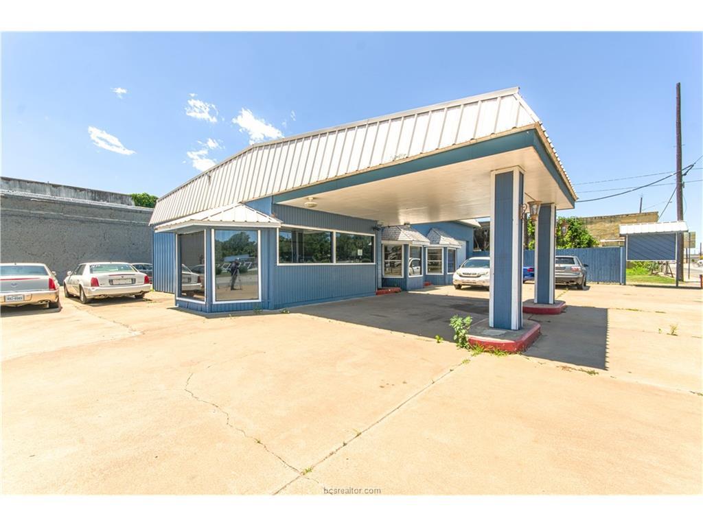 210 S Market Street, Hearne, TX 77859