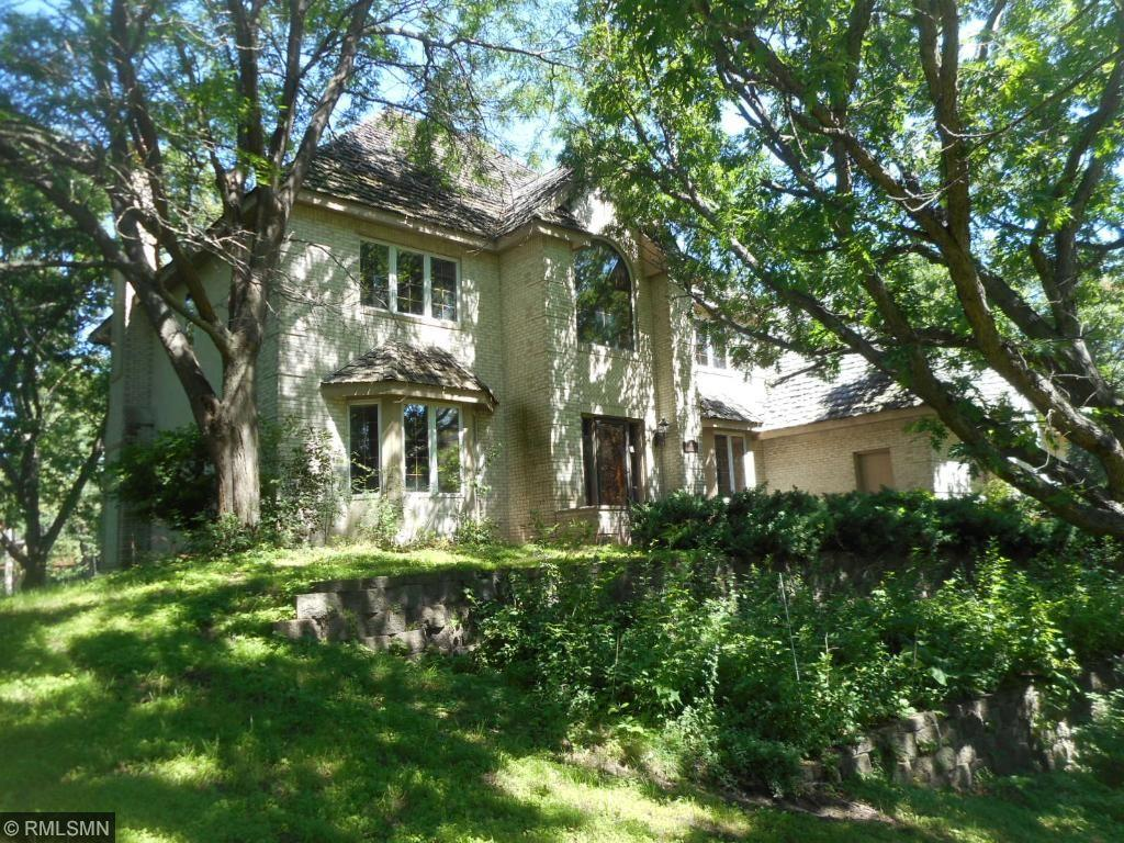 4 Robb Farm Road, North Oaks, MN 55127