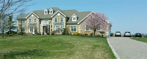 2 Scenic Way, Monroe Township, NJ 08831