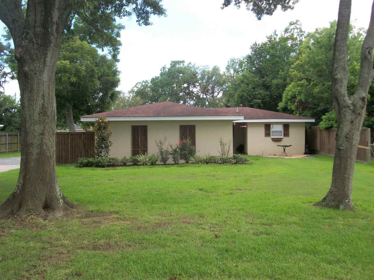 5415 Whitaker, Groves, TX 77619