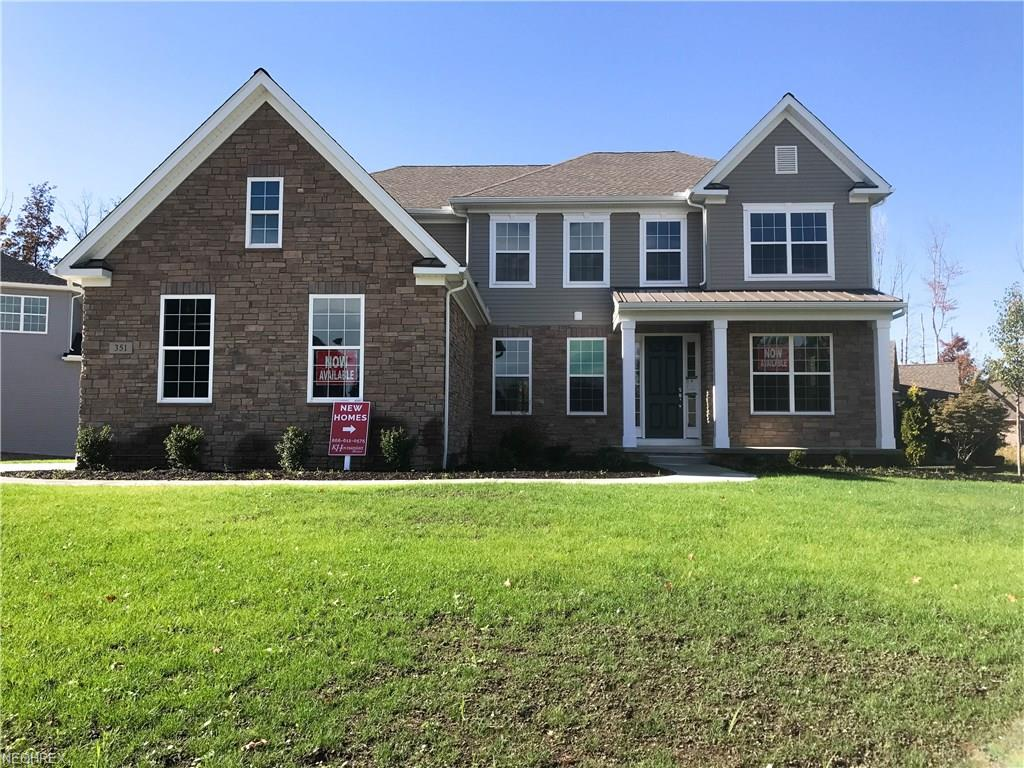 351 Glasgow Dr, Highland Heights, OH 44143