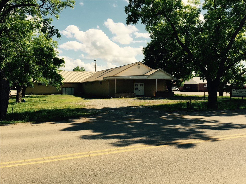 813 W Cherokee, Lindsay, OK 73052