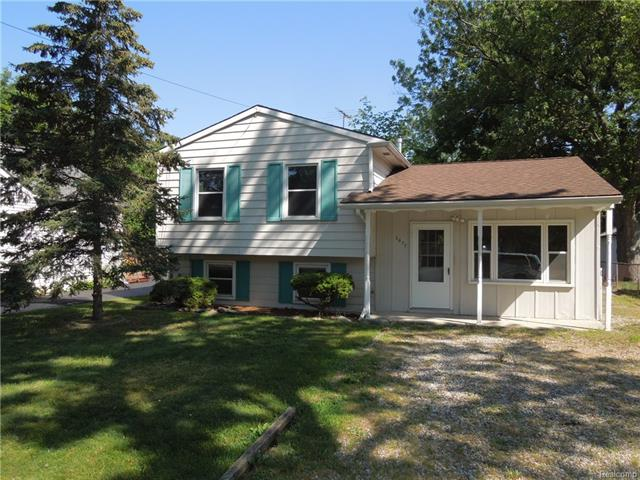 3077 CAROLINE Street, Auburn Hills, MI 48326