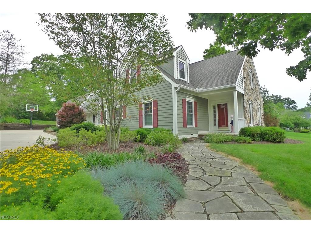 10 Solether Ln, Chagrin Falls, OH 44022