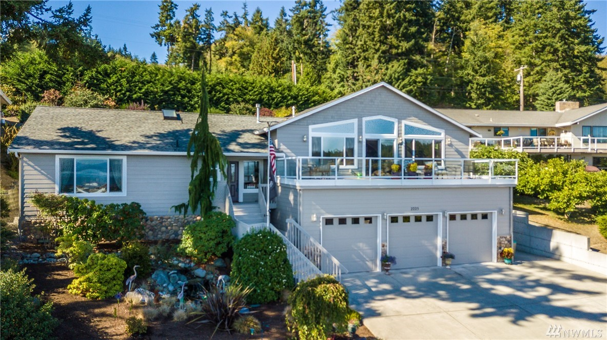 2225 Cove Dr, Oak Harbor, WA 98277