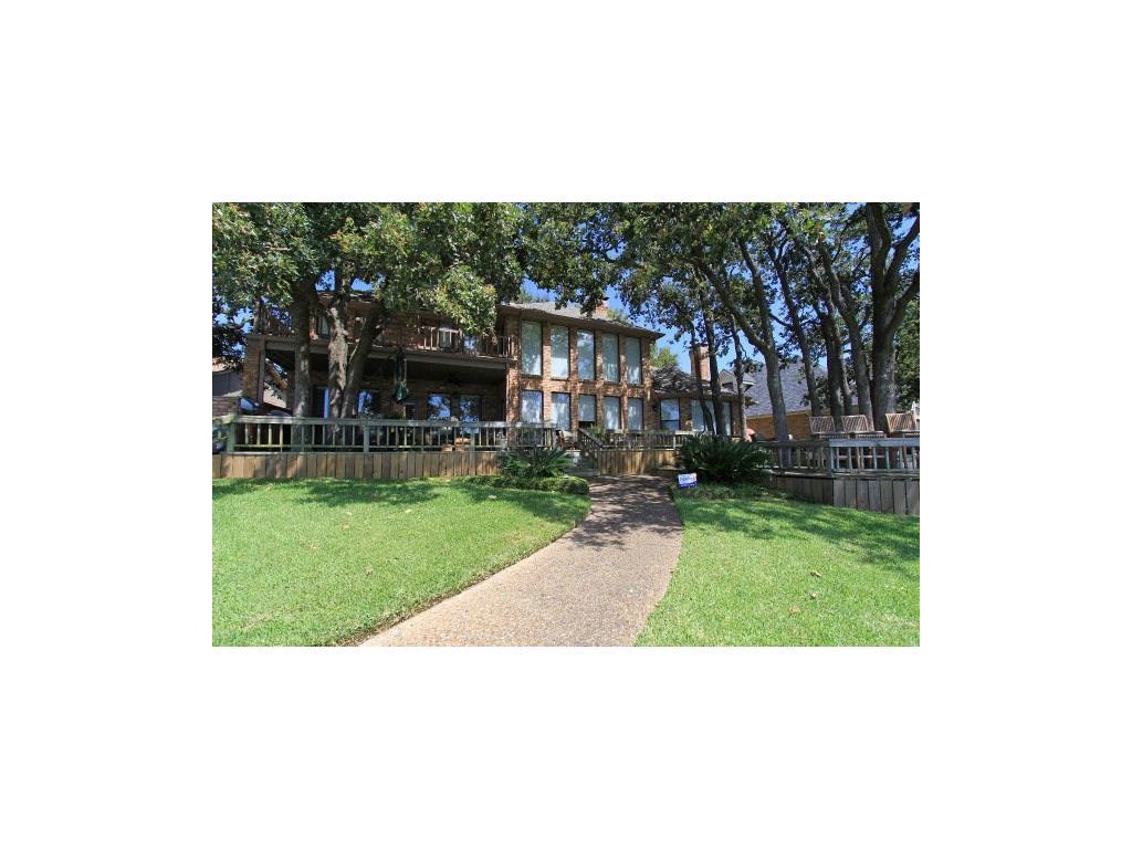 688 Enchanted Isles Drive, Mabank, TX 75156