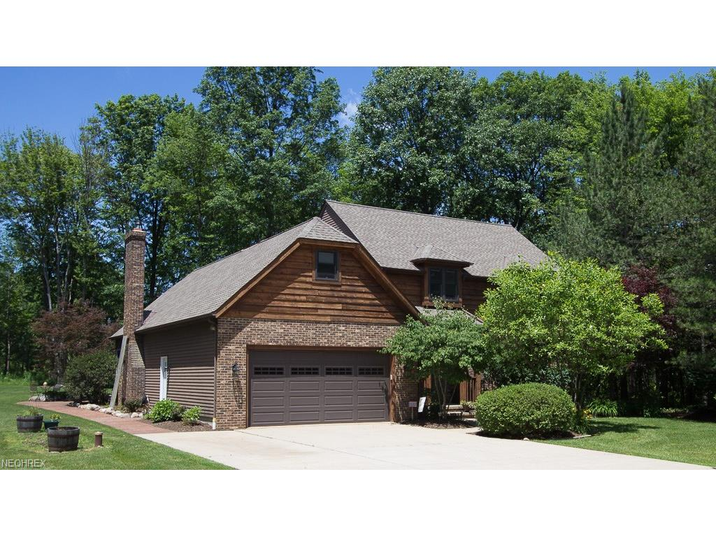 8695 Maple Glen Dr, Chardon, OH 44024