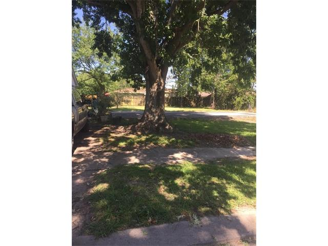 Builders delight. A beautiful shaded lot located in an established subdivision. Lot is not in a flood zone (Zone X). Also includes a slab for construction of a new home.
