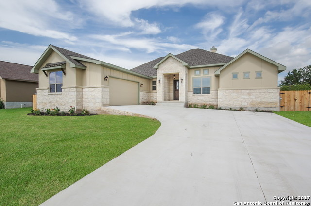 616 Oak Creek Parkway, Seguin, TX 78155