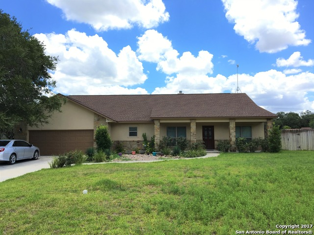 1614 HICKORY BND, Pleasanton, TX 78064