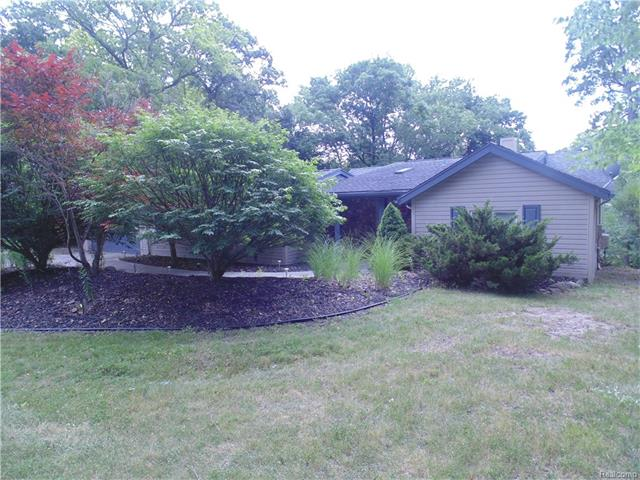 1128 FOREST LAKE Boulevard, Orion Twp, MI 48362