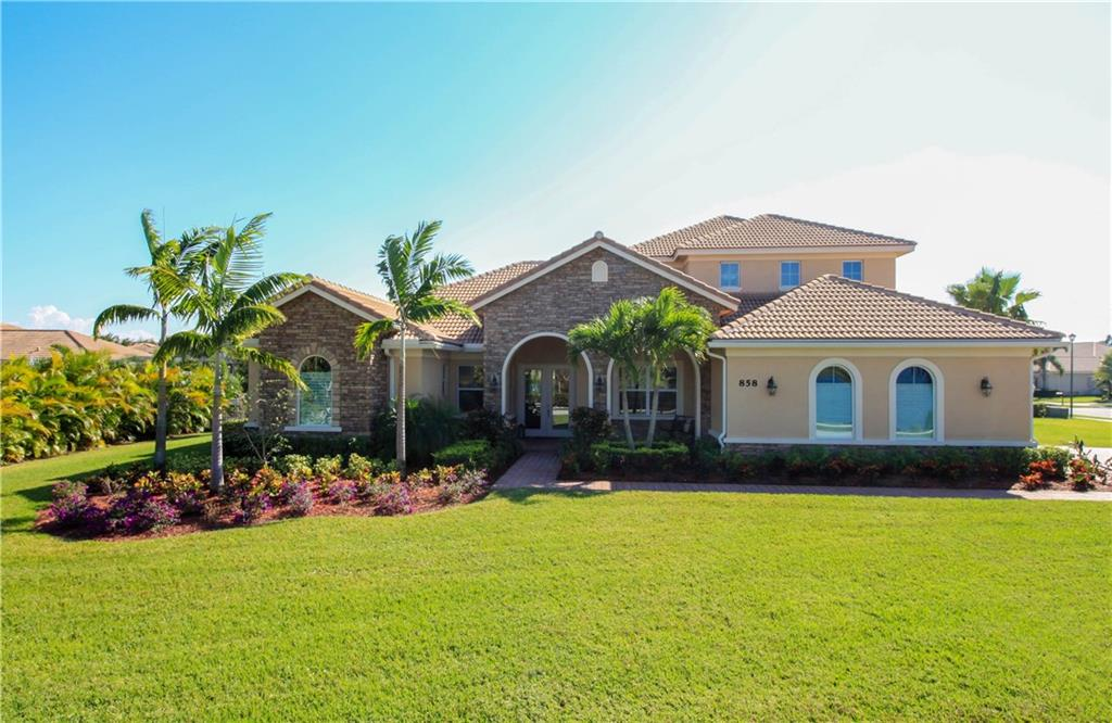 858 Tres Belle Circle, Stuart, FL 34997