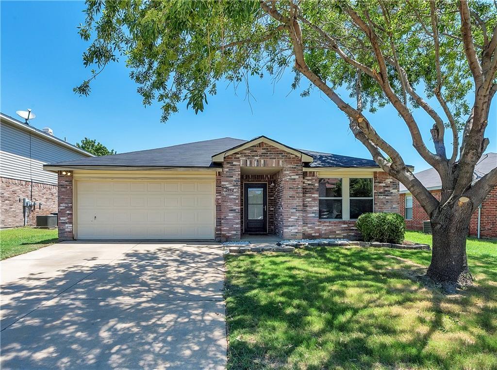 2952 Santa Sabina Drive, Grand Prairie, TX 75052