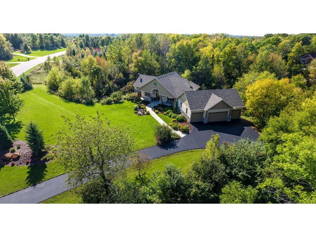 23062 Woodland Ridge Drive, Lakeville, MN 55044