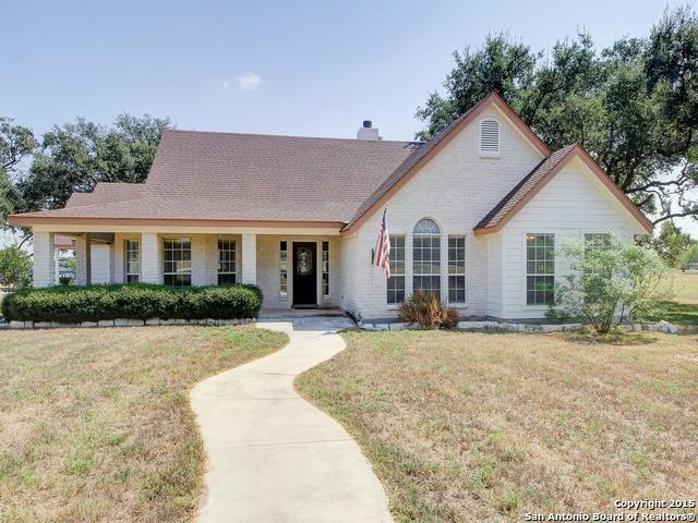 180 County Road 660, Devine, TX 78016